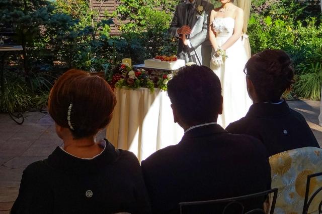 結婚乾杯挨拶ユーモア新郎起立父や叔父の例文カンペ親族短い挨拶動画